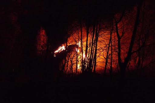 Het huis van Andrzej brandt af